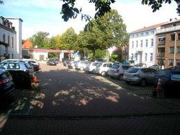 80 kostenlose Kundenparkplätze