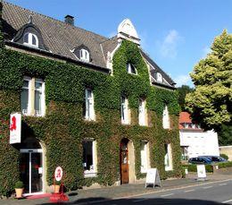 Die Einhorn Apotheke an der Tiergartenstraße